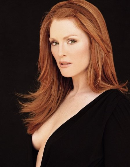 julianne_moore_cleavage