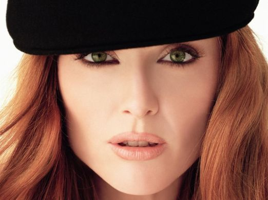 Julianne_Moore,_Green_Eyes